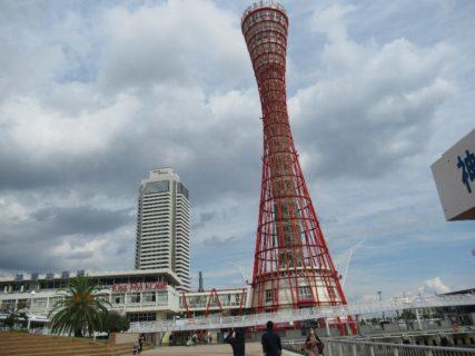 神戸ポートタワーは、神戸港中突堤の袂に建つタワー。
