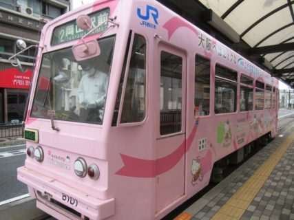 キティちゃん新幹線ラッピング車両に乗車します。