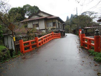 吉野山下千本から七曲りに向かうところにある大橋なる橋。