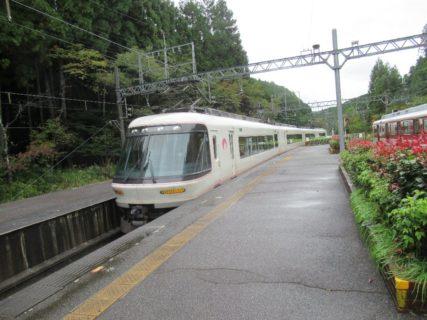 近鉄26000系電車は、近鉄の特急形車両でさくらライナーの愛称をもつ。