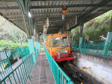高安山駅は、大阪府八尾市郡川にある、近鉄西信貴鋼索線の終着駅。