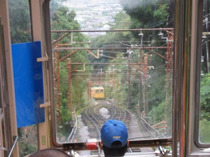 西信貴ケーブルは、信貴山口駅から高安山駅までを結ぶ近鉄のケーブルカー。