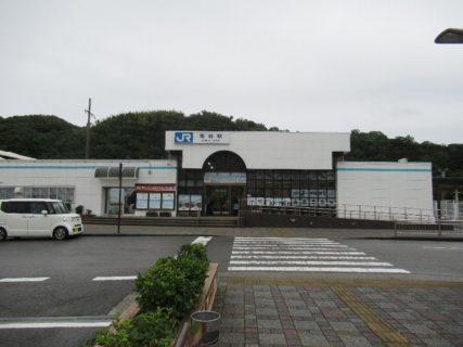 御坊駅は、和歌山県御坊市湯川町小松原にある、JR西日本・紀州鉄道の駅。