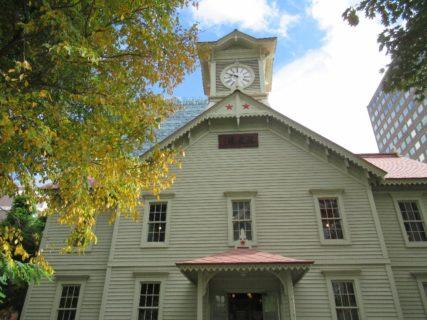 札幌市時計台は、札幌市中央区北1条西2丁目にある歴史的建造物。