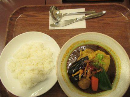 新千歳空港内のカレーハウスにてスープカレーを食べました。
