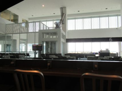 神戸空港は、兵庫県神戸市中央区に位置する空港。