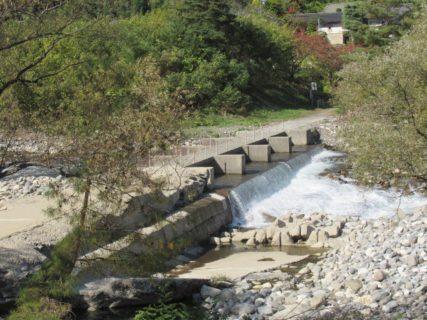 八景山橋は、梓川に架かる沈下橋なんですがね。