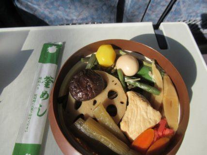 駅弁は、山菜釜めしをセレクトです。