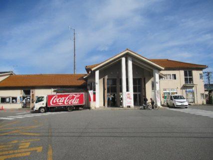 電鉄黒部駅は、富山県黒部市三日市にある富山地方鉄道本線の駅。