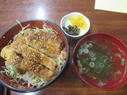 宇奈月温泉駅前でのランチは、ソースカツ丼でした。