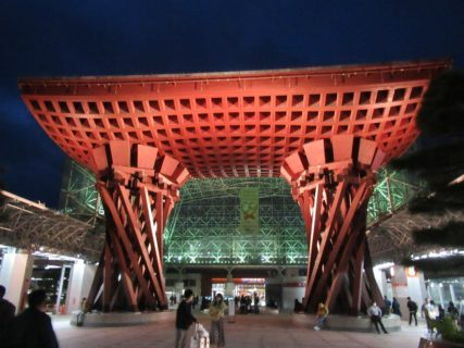 金沢駅は、石川県金沢市にある、JR西日本・IRいしかわ鉄道の駅。