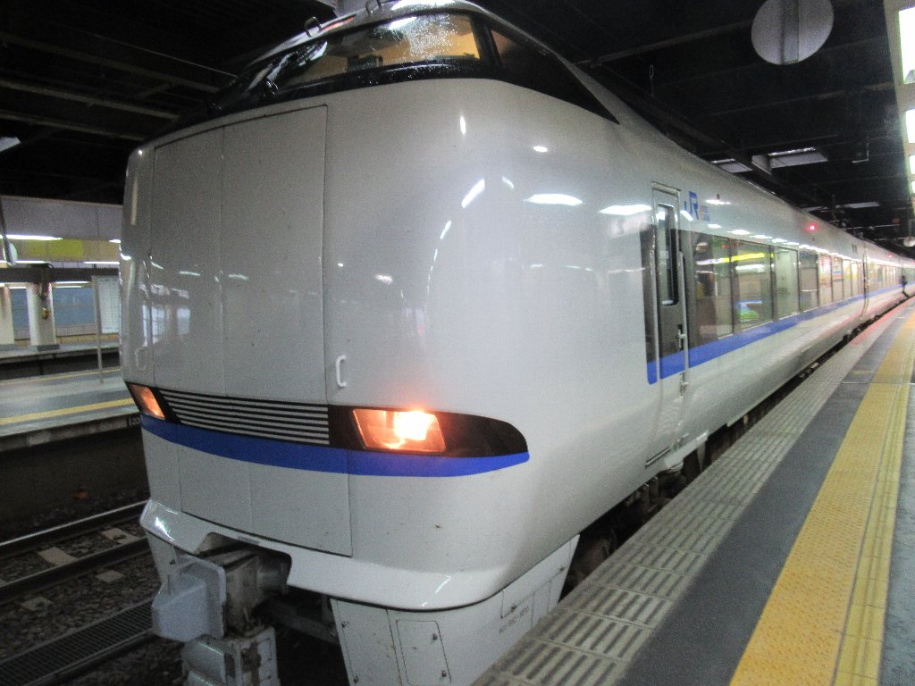 サンダーバードで金沢から新大阪に向かいます。