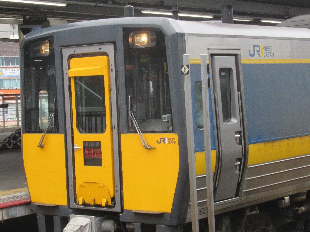 岡山駅から「スーパーいなば」で鳥取駅に向かいます。