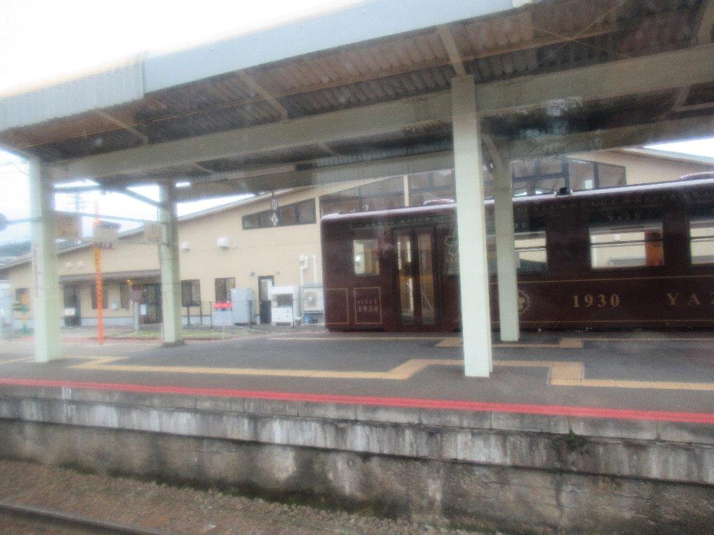 郡家駅は、鳥取県八頭郡八頭町郡家にあるJR西日本・若桜鉄道の駅。
