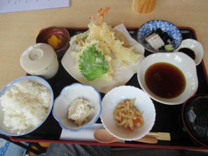 天ぷら定食を、道の駅はっとうで食べました。