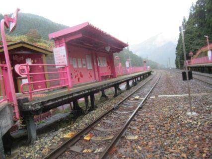 恋山形駅は、鳥取県八頭郡智頭町大内にある、智頭急行の駅。
