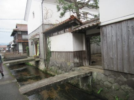 重要伝統的建造物群保存地区、赤瓦・白壁土蔵。