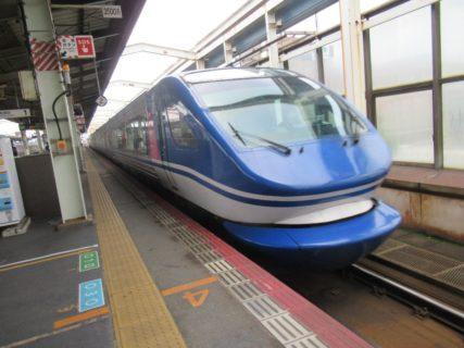 鳥取駅から「スーパーはくと」で姫路駅に向かいます。