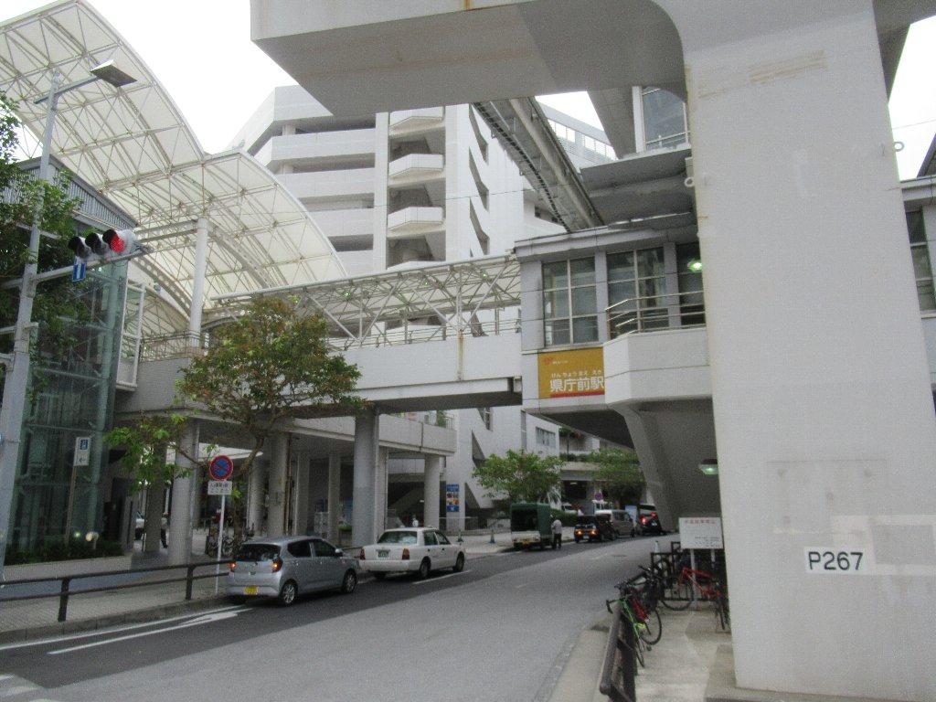 県庁前駅は、沖縄県那覇市久茂地一丁目にある、沖縄都市モノレールの駅。