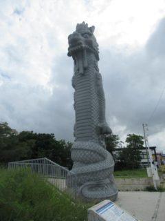 若狭海浜公園の龍柱に驚くのでございます。