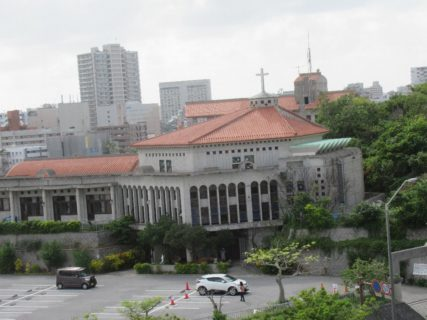 おもろまち駅は、那覇市おもろまち四丁目にある、沖縄都市モノレールの駅。