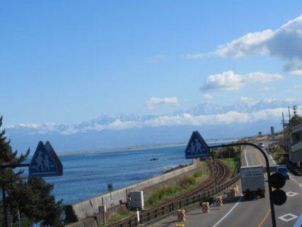 道の駅雨晴は、富山県高岡市太田にある国道415号の道の駅。