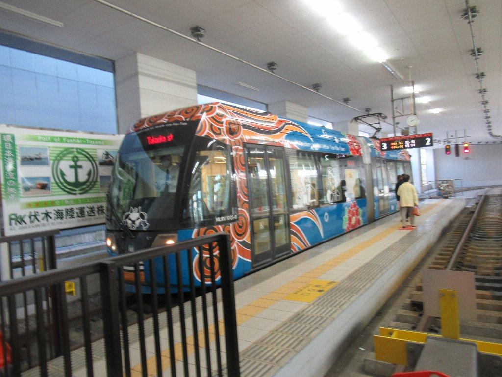 万葉線は、高岡軌道線と新湊港線を運営する会社。