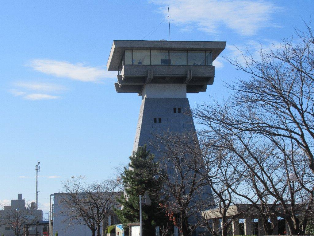 富山港展望台は、金刀比羅社の常夜燈をモデルにしたデザイン。