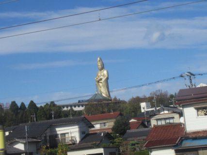 加賀温泉駅付近から見える、廃墟好きに人気の加賀大観音。