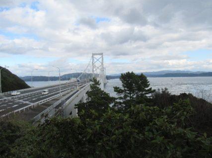 大鳴戸橋は、鳴門海峡の最狭部を結ぶ吊橋。