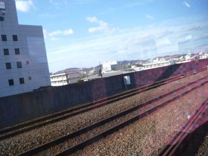 水島駅付近と浦田駅付近までは高架化されています。