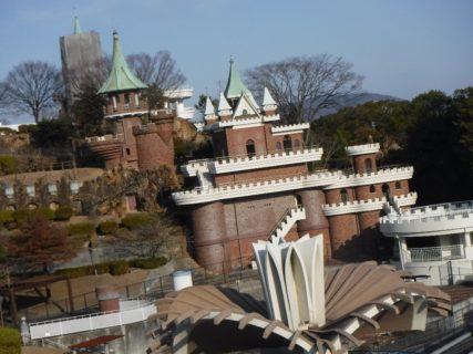 手柄山中央公園は、兵庫県姫路市にある総合公園。