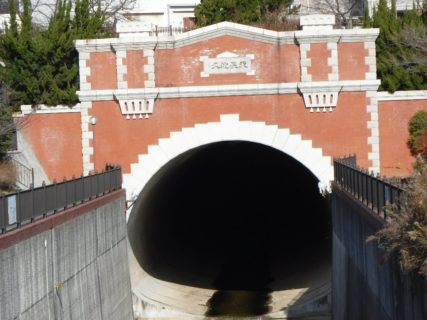 湊川隧道、中を通らずに大遠回りして天長地久まで歩きましたが。