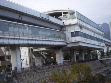 魚崎駅は、兵庫県神戸市東灘区にある神戸新交通六甲ライナーの駅。