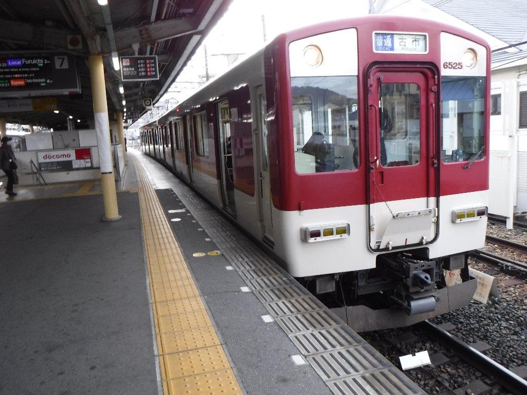 橿原神宮前駅の南大阪線・吉野線のホームです。
