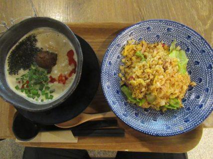 ミニ担々麺&BLTチャーハンのセット。