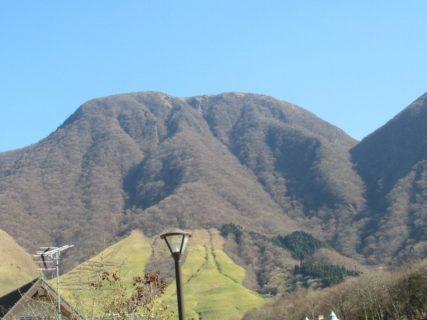 大分自動車道由布岳PAから鶴見岳を拝みましたです。