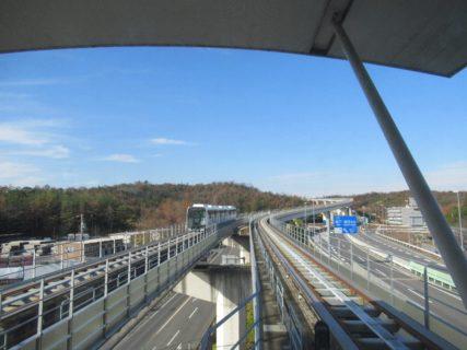 リニモは、藤が丘駅から八草駅までを結ぶ磁気浮上式鉄道路線。