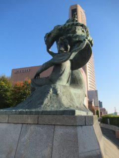 アクトシティ浜松のショパンの丘にある、ショパン像。