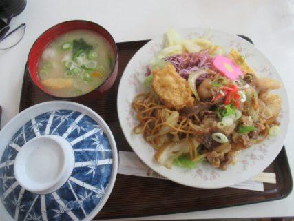 南宮崎駅構内、お食事処ライオンの生姜焼定食です。