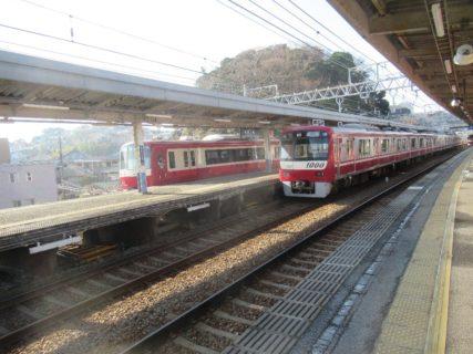 堀ノ内駅から三崎口駅に向かいます。