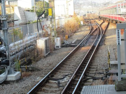 金沢八景駅は、横浜市金沢区瀬戸にある京急電鉄・横浜シーサイドラインの駅。