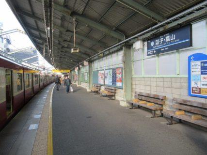 逗子・葉山駅は、神奈川県逗子市逗子五丁目にある京浜急行電鉄の駅。