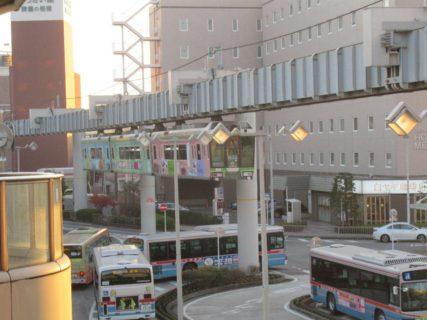 湘南モノレール江の島線は、大船駅から湘南江の島駅まで結ぶ。