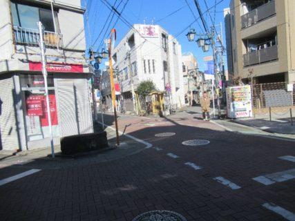 栄町本通りなる商店街でございまして。