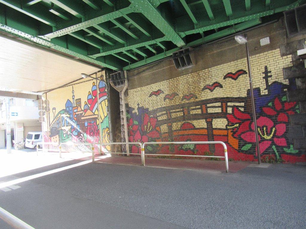 第2三の輪架道橋に描かれたアート作品ですが。