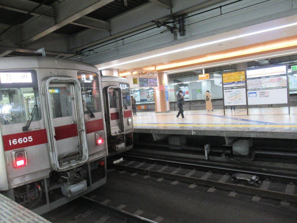 東武鉄道伊勢崎線の北千住駅でございます。