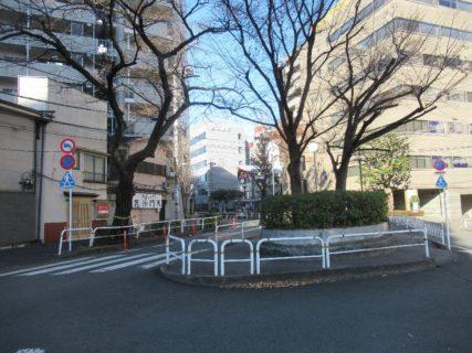 立合道路は、目黒区および品川区を流れ東京湾に注ぐ立会川の暗渠。
