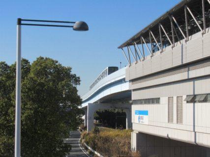 青海駅は、東京都江東区青海一丁目にある、ゆりかもめの駅。