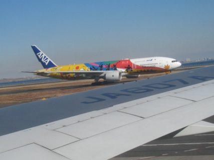 当機は岡山桃太郎空港に向けて羽田空港を定刻に離陸いたしました。